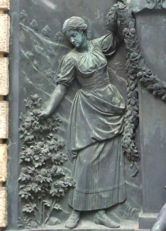 Detailansicht Bronzerelief: Vorzustand