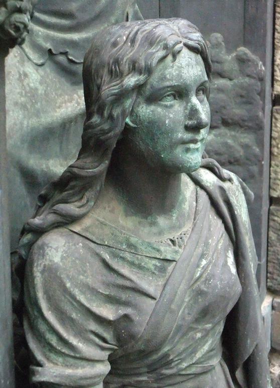 Detailansicht Bronzefigur: Vorzustand