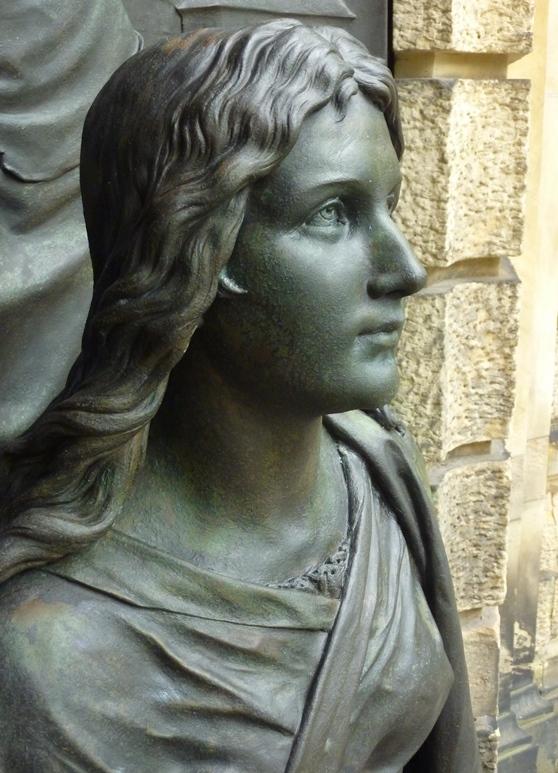 Detailansicht Bronzefigur: Endzustand nach der Restaurierung