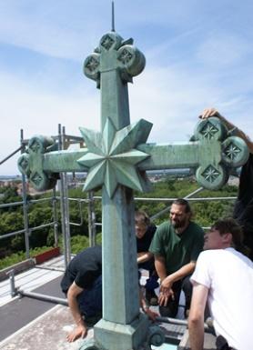 Einsegnungshalle, Kuppelkreuz: Vorzustand