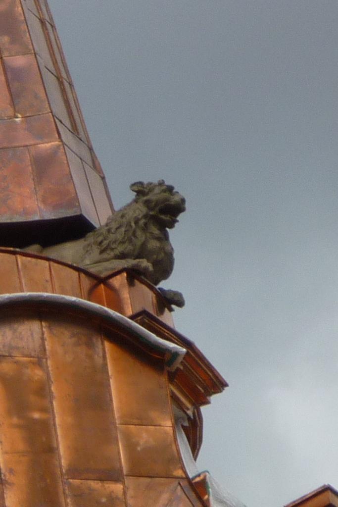 Detailansicht: Löwen am wieder errichteten Turm der Parochialkirche Berlin
