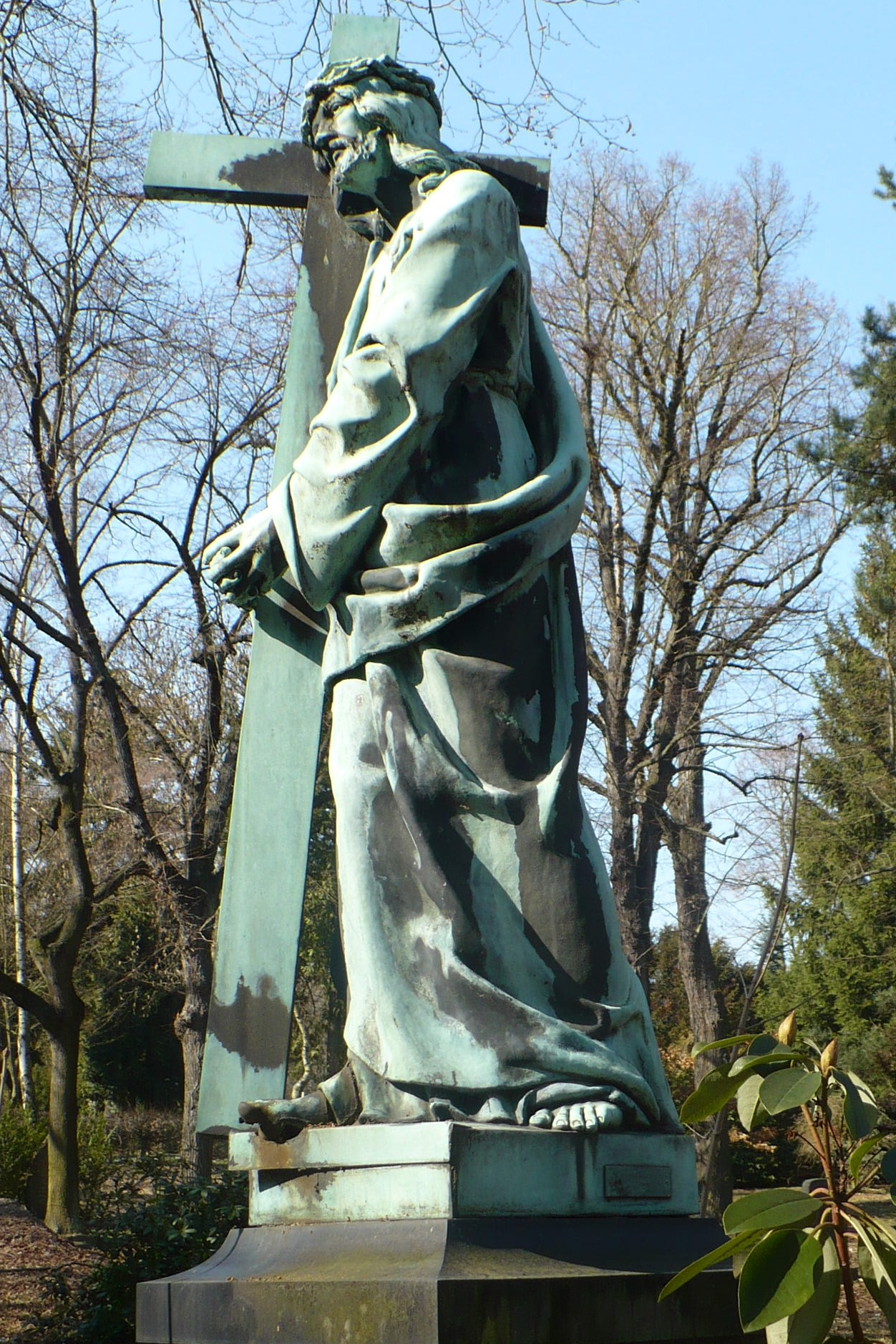 Friedhof II Plauen, Grabmal der Familie Schasny:  Kerngalvanoplastik Kreuztragender Christus, Vorzustand