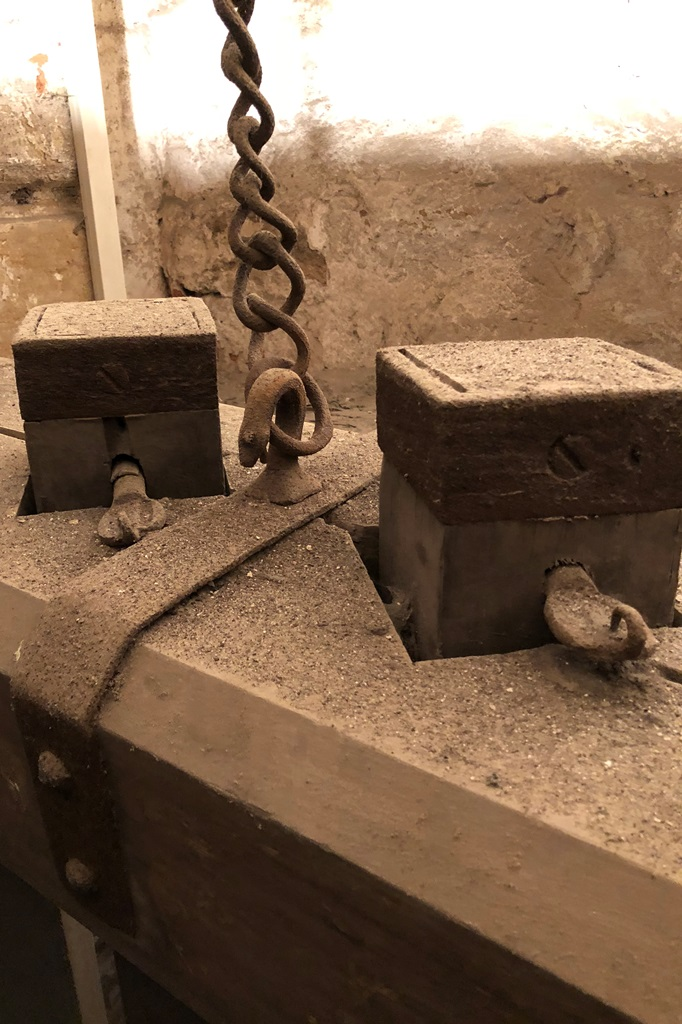 Oberer Jochbalken mit Pfahlköpfen: Vorzustand