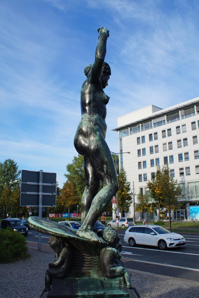 Marie-Gey-Brunnen, Dresden: Seitenansicht, Vorzustand