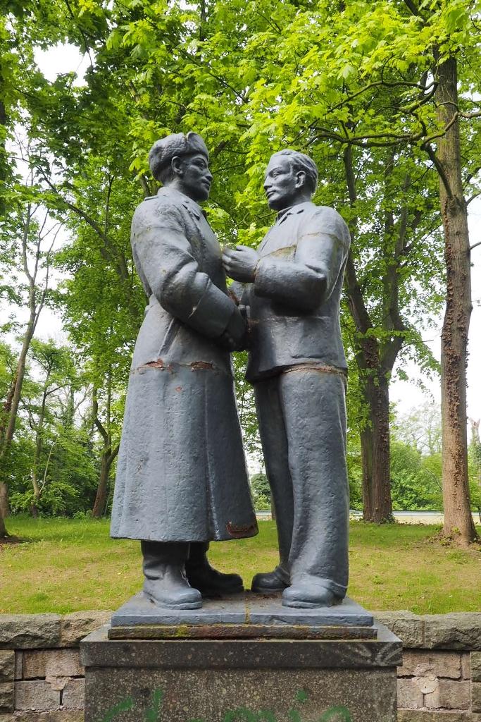 Wurzen, Denkmal Deutsch-Sowjetische Freundschaft,           Ansicht von vorn: Vorzustand
