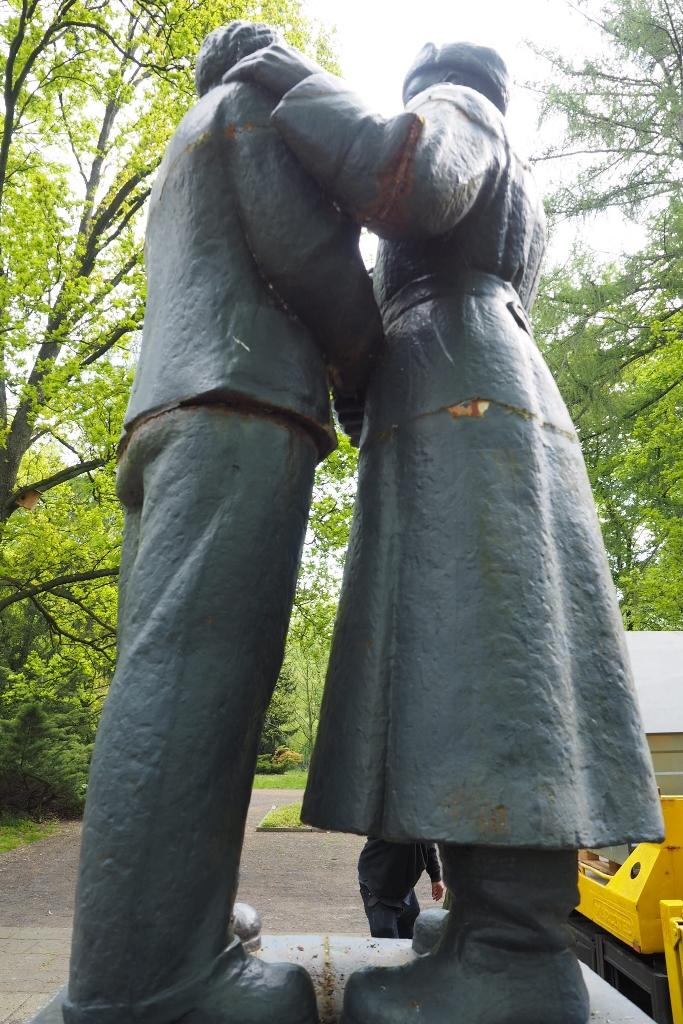 Wurzen, Denkmal Deutsch-Sowjetische Freundschaft,           Ansicht von hinten: Vorzustand