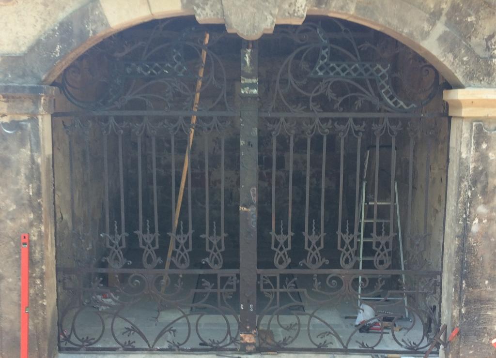 Grufthaus 38, Gitteranlage: Zustand während der Bearbeitung