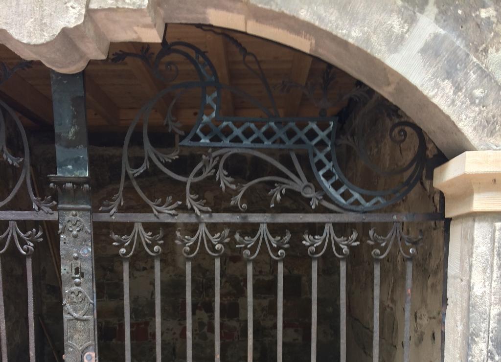 Gitteranlage 38, Detailansicht Oberlicht mit Ergänzungen