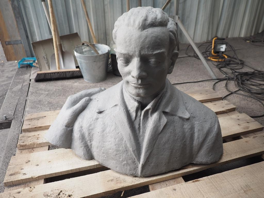 Detailansicht Kopf Arbeiter: Zustand sandgestrahlt