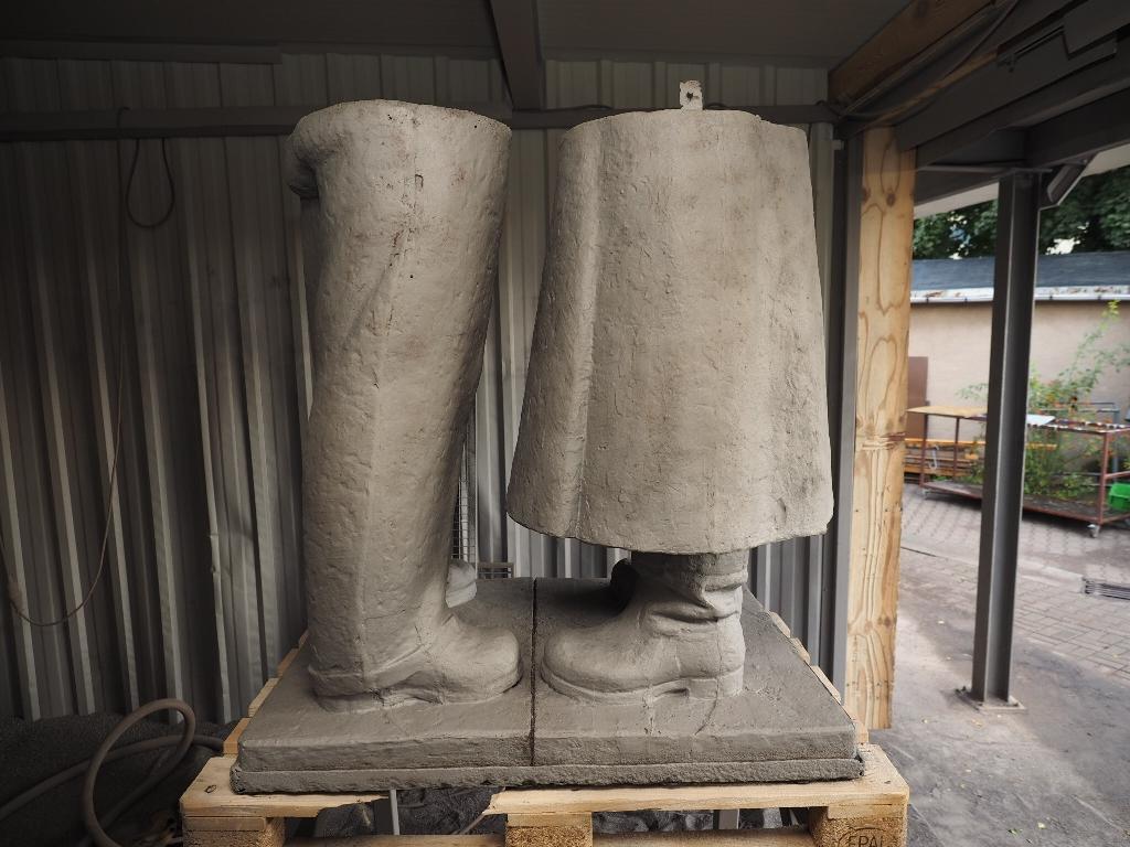 Detailansicht Beine: Zustand sandgestrahlt