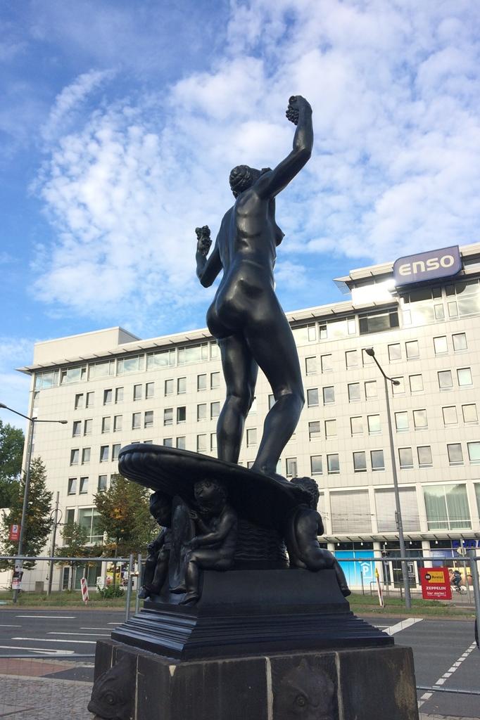 Marie-Gey-Brunnen, Dresden: Seitenansicht Endzustand