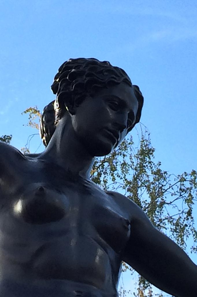 Marie-Gey-Brunnen, Dresden: Detailansicht Oberkörper, Endzustand
