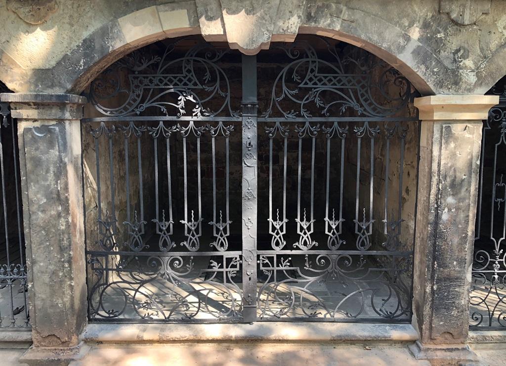Grufthaus 38, Gitteranlage: Endzustand nach der Restaurierung