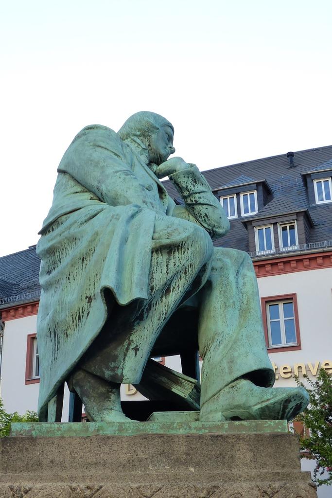 Robert-Schumann-Denkmal, Zwickau: Seitenansicht, Vorzustand