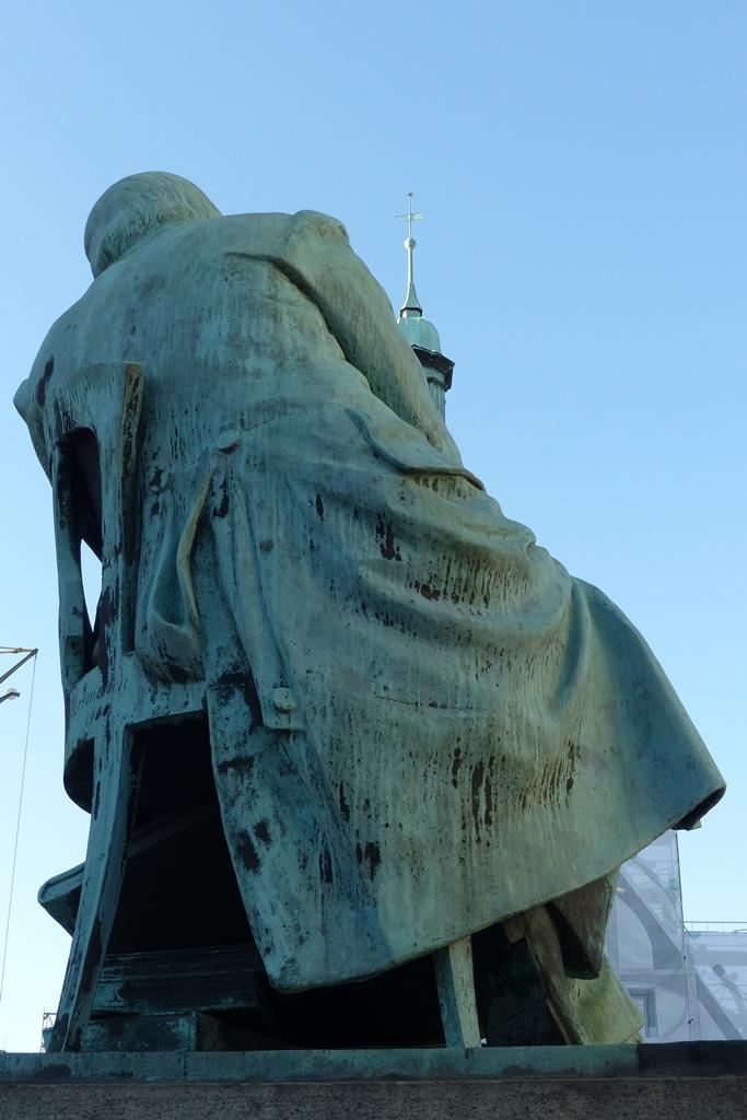 Robert-Schumann-Denkmal, Zwickau: Ansicht von hinten, Vorzustand