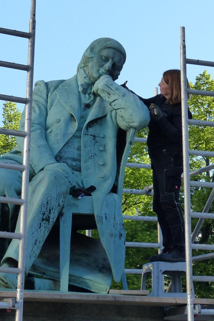Robert-Schumann-Denkmal, Zwickau: Während der Bearbeitung