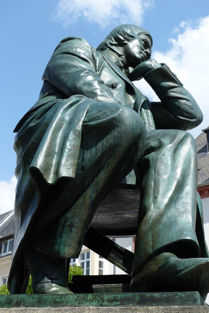 Robert-Schumann-Denkmal, Zwickau: Seitenansicht, Endzustand