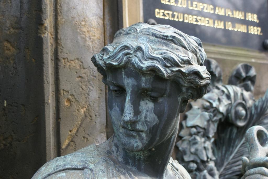 Detailansicht Kopf, rechte Frauenfigur: Vorzustand