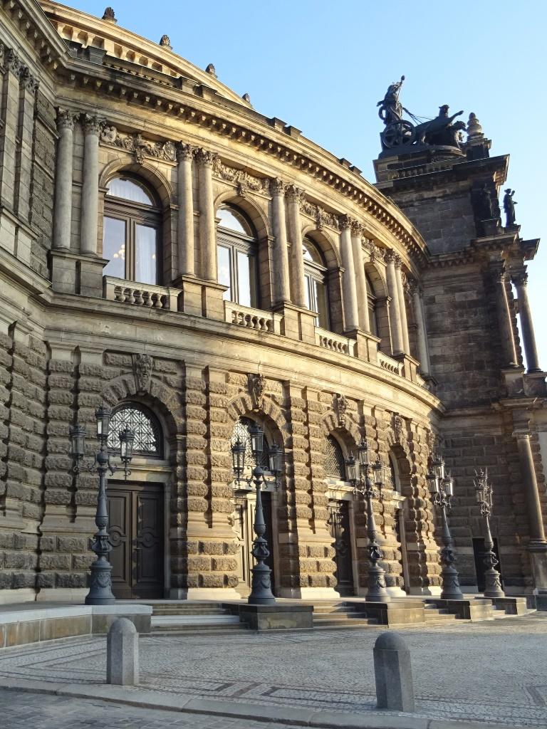 Staatsoper Dresden, Kandelaber: Endzustand
