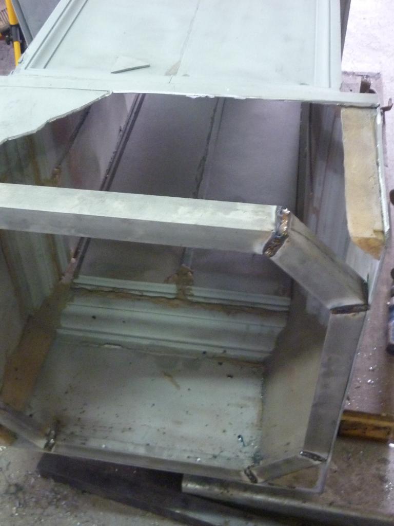 Einbau des neu hergestellten Stützgerüstes aus Edelstahl