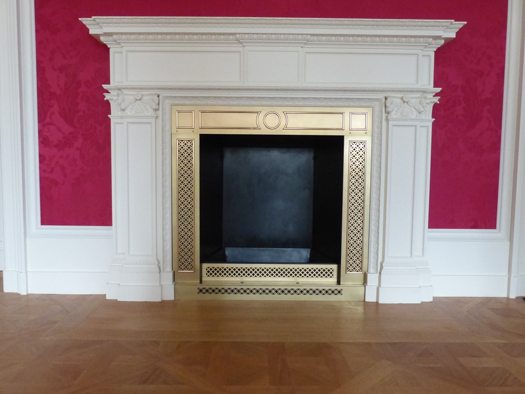Georgenbau Dresdner Schloss, Rotseidenes Zimmer: Kaminverblendung, Endzustand