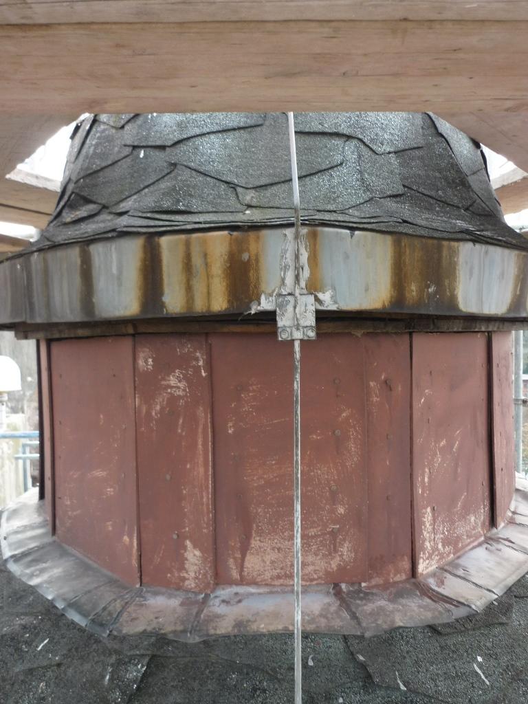 Dachoval, Detailansicht Außenfassade: Vorzustand