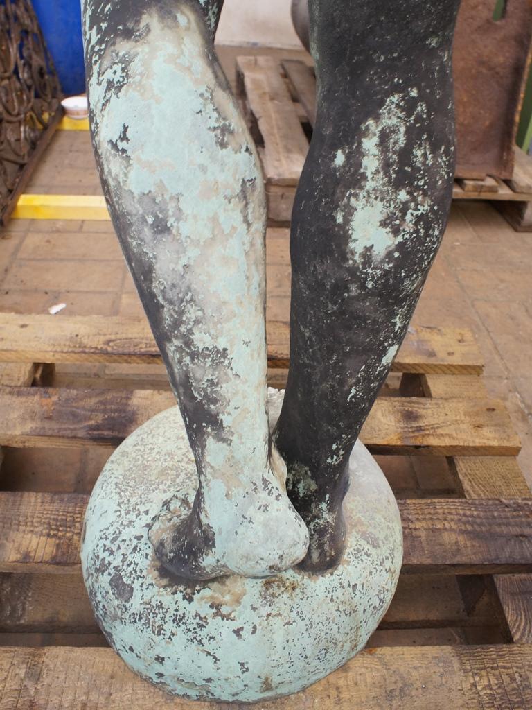 Fischerknabe, Detailansicht Beine: Vorzustand