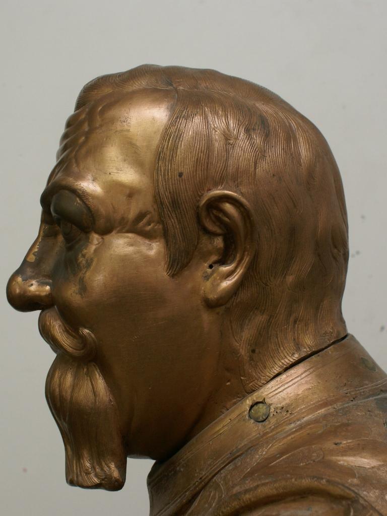 Bronzefigur Johann Georg I., Detailansicht Kopf: Vorzustand